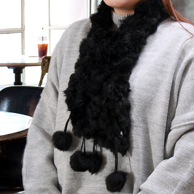 토끼털 방울 목도리(블랙) (여성용) [제작 대량 도매 로고 인쇄 레이저 마킹 각인 나염 실크 uv 포장 공장 문의는 네이뽕]