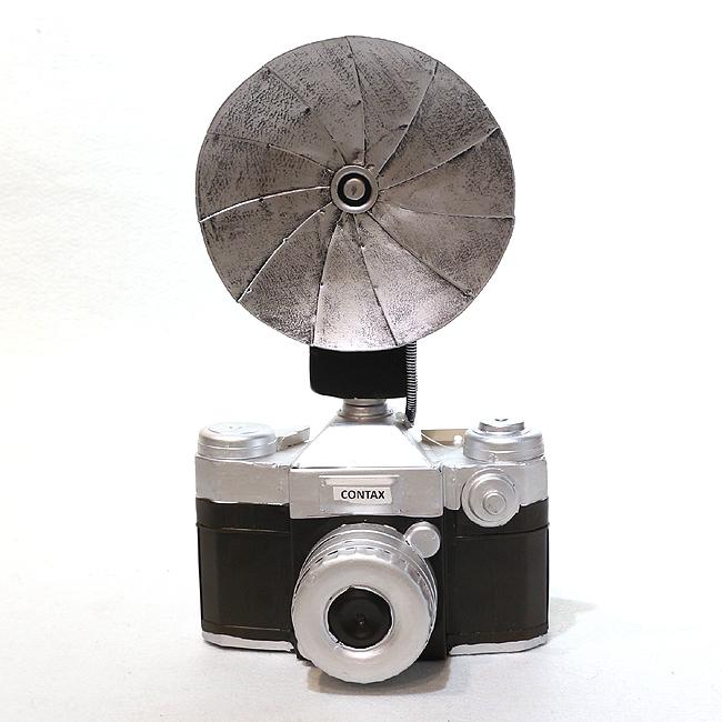 모형 철제 휘레쉬 달린 카메라
