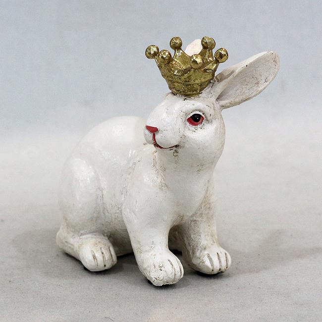 왕관을 쓴 토끼 조각상