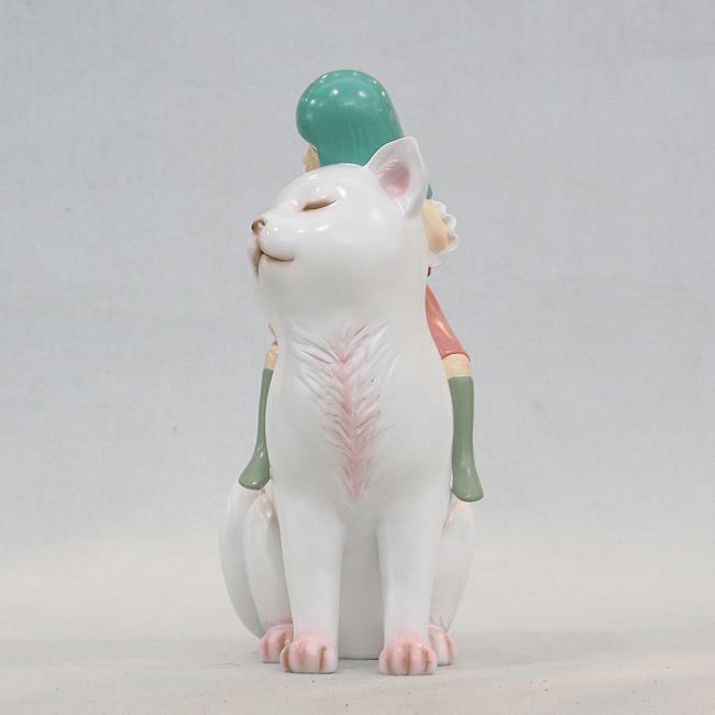 고양이 탄 소녀 조각상