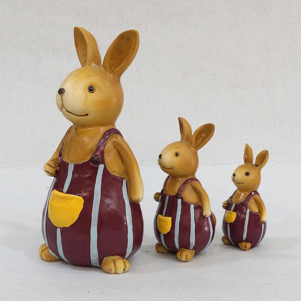 멜빵바지 입은 삼부자 토끼 조각상