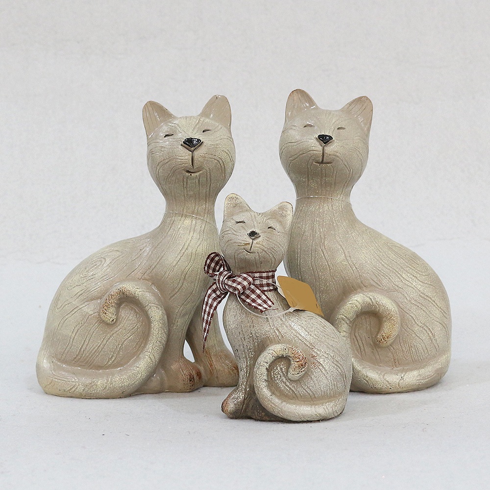 흐뭇한 고양이 패밀리 조각상